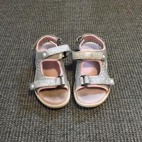 Fine sandaler der ikke er brugt ret meget.