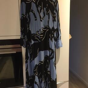 Smuk kjole , np 3700kr