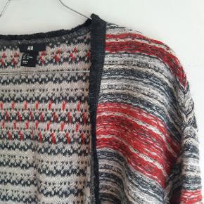 Cardigan fra H&M i str S. Aldrig brugt! Cardiganen er vendbar og super fin i mønstret på begge sider 🌼