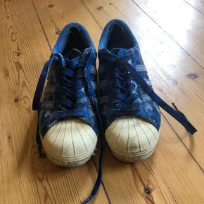 Adidas X UNDFTD • BAPE   Skoene er brugte og har slitage i hælen.