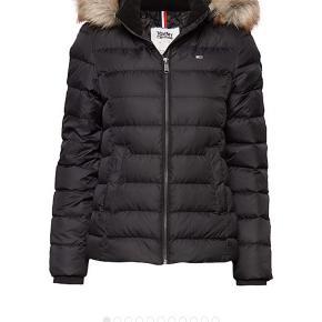 Tommy Hilfiger jakke str s  Man kan også bruge dem som ski jakke