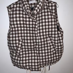 Shekou vest