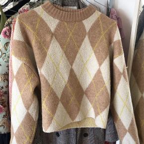 Fejler intet, fin sweater fra hogm. Brugt et par gange og er købt sidste forår😊 BYD endelig