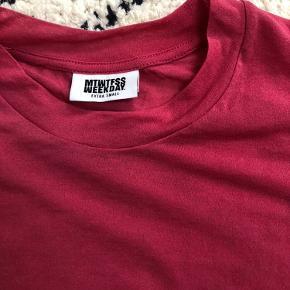Fin bluse fra Weekday. Kun brugt få gange.  Kan afhentes i Århus C eller sendes på købers regning🤗 BYD gerne!