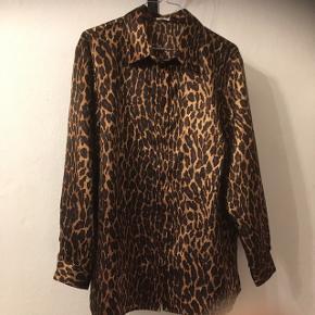 Smukkeste leopard skjorte i skøn str. 38/40 og fra mærket Atelier Creation. 50&, eller byd 😊  Aarhus