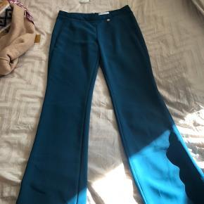 Byd endelig på de smukke bukser med svaj