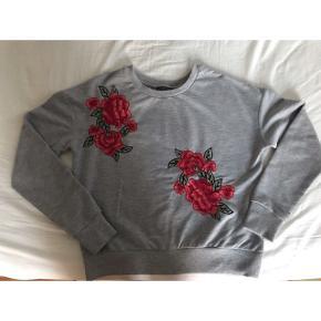 Fin grå sweater i str. XS. Fra mærket; Brave Soul.  Aldrig brugt, kun prøvet på. Byd!
