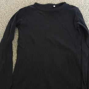 Mørkeblå basis T-shirt i god stand. Afh i 6710