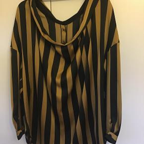 By Malene Birger, skjorte/ bluse Model: Nipella Aldrig brugt og stadig med tag. Oprindelig købspris: 1800 Sælges for 325 kr Bytter ikke