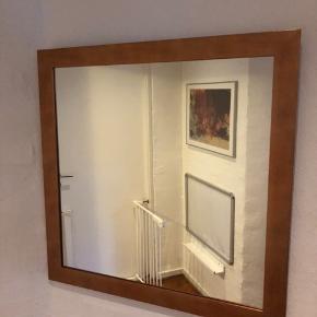 Flot væg spejl - kobber look.  Nypris 449,-kr  Mål: 68,5*68,5 cm