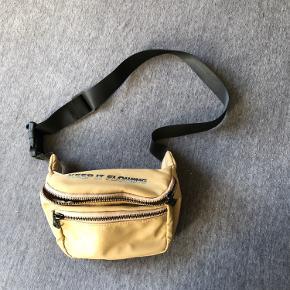 Bershka bæltetaske