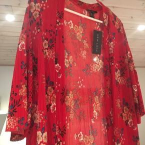 Super fin kimono til hverdag og til fest.