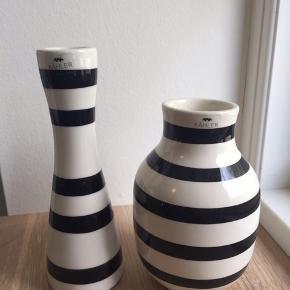 Fint sæt med lysestage og vase i hvid med sorte striber. BYD 😉