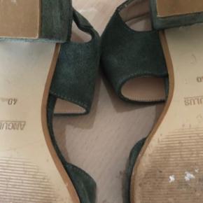 """Rigtig fine Angulus sandaler i """"støv-grøn""""."""