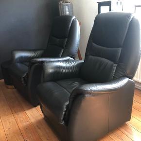 To elektriske læder lænestole. Man kan stort set sove i dem😊😴 Fungere perfekt. BYD gerne👍