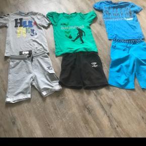Hummel str 152. De grå shorts er nmm, grå t-shirt er vasket men aldrig brugt. Det blå sæt er vasket og det sort/ grønne sæt gmb. Skal hentes i Esbjerg.Pris 250kr