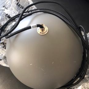 Grå Verner Panton lampe - Lidt ridser  Mangler skålen i bunden  Kan måske købes løs  Mp 500 pp