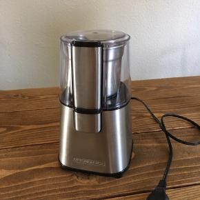 God kaffekværn fra OBH sælges. Den fungerer upåklageligt og den er nem at gøre ren da den kan skilles ad.