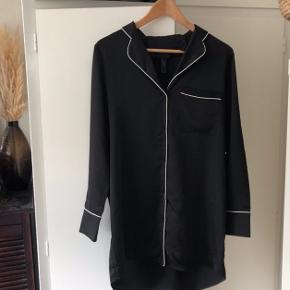 Super fin skjorte fra YAS - lang model. Kun brugt 1-2 x.