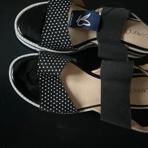 Helt nye Caprice sandaler med prismærke np 500 mp 200😊