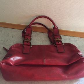 Aldo rød hånd taske  Foret er helt ok.