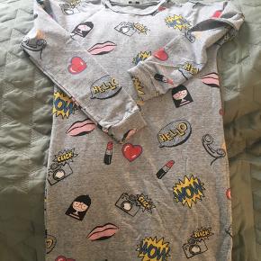 Str. 12/150 cm. Svarer ca. til 10-12 år, lidt til den lille side.  Brugt få gange. Kraftig t-shirt kvalitet.