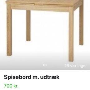 Super fint kvadratisk spisebord fra IKEA m. plads til 4 personer rundt om.  Bordet er med 2 stk. udtrækspladser, så der kan være plads til flere om bordet.   Bordet kan ses & afhentes i Randers C