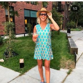 Sælger nederdelen (på billedet ses kjolen)