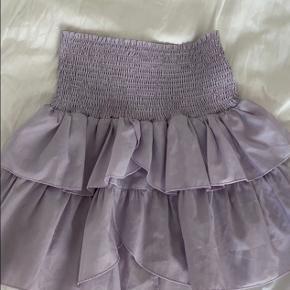 Fin Neo Noir nederdel i en lys lilla🤍 Brugt i sommeren 19 ellers er den næsten som ny. Kom gerne med bud!☺️