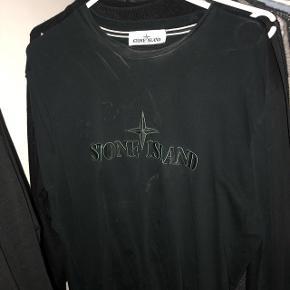 På billedet er trøjen beskidt men kan self komme væk i vask. God stand. BYD