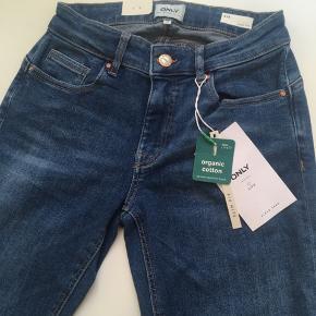 Helt nye Only slim fit jeans. Str 28/34. Sender kun med GLS
