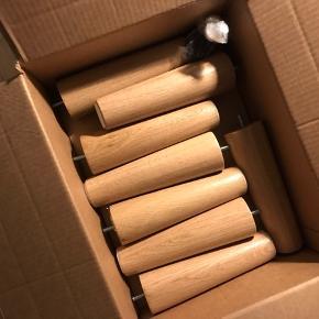 Spar turen til IKEA! BRYNILEN sengeben i eg, 20 cm til IKEA-senge. Otte ben, der er altså til to senge.