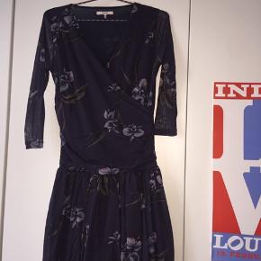 Fin kjole fra Ganni, som jeg dsv. Ikke bruger.