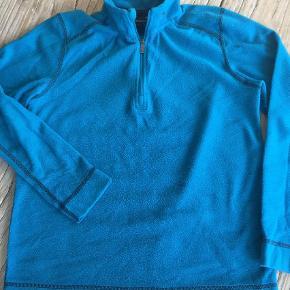 Varetype: Fleece trøje Farve: Blå Prisen angivet er inklusiv forsendelse.  Se også mine andre annoncer.
