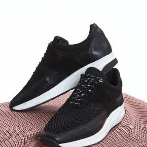 Sælger disse lækre og stilede sko fra det populære svenske modemærke Whyred. De er som næsten nye og kostede 1700,-  Byd!