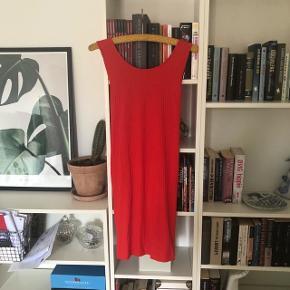 Super fin kjole aldrig brugt☺️ Kan sendes med dao. Kig gerne på mine andre annoncer også☺️ bytter gerne.