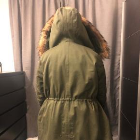 Brugt en vinter, lidt slitage inden i ved pelsen (da den fælder) fejler ellers intet .