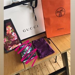 Gucci kasse solgt   Sælges enkeltvis. Byd :-)