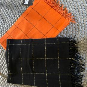 2 stk lækker uld tørklæder fra By Malene Birger  Orange aldrig brugt med mærke  500 pp  Sort brugt en gang -  Mp 400 pp