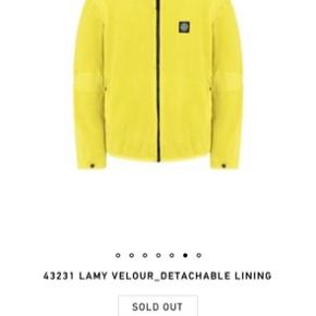 Sælger denne 2 i 1 jakke, da jeg ikke rigtig får den brugt.  Den kan bruges både som sommer og vinter jakke.  Er åben for bud
