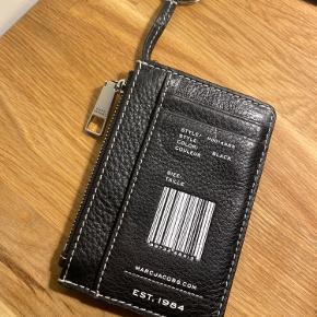 Brugt få gange, er som ny, nøgle pung, købt den på udsalg for kr.350. Sælger den for kr.180