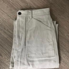 Workwear Culotte Pants fra & Other Stories  Farven er beige/lys grå Har høj talje og lige ben   Køber betaler som udgangspunkt for fragt og andre eventuelle TS omkostninger 🌸