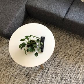 Iris sofabord fra IDEmøbler. Ny pris var 1125. Sælges til 700 kr. Ingen brugsspor. Kan afhentes i Randers