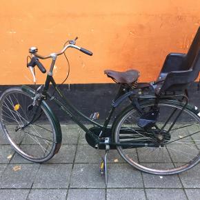 Har lige haft den hos cykelhandler og den skal laves for 1700kr hvilket jeg ikke vil investere i den, men måske en anden vil.