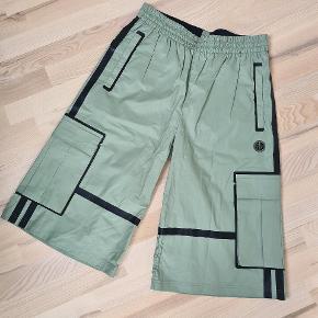 Lange shorts fra astrid andersen i belagt bomuld. Kan fint bruges som 3/4 til str m for kvinder   Tjek gerne resten af min shop ud, med design, couture, vintage, nyt og brugt.