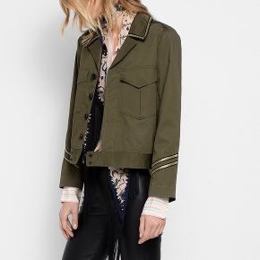 Sælger denne flotte jakke fra Zadig & Voltaire, da jeg desværre ikke får den brugt længere.   Np var ca 2000kr  Men sælges til 800kr