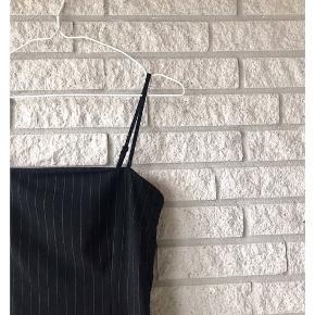 Mini slim black dress 🖤 Fits: 32-34.