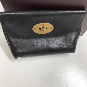 Sort kosmetik pung fra mulberry.   Den er kun brugt et par gange.  Lockef cosmetic purse natural veg tanned A100 Black