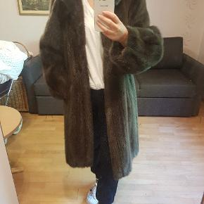 Rigtig skøn mink pels, det er a form og har ballon ærme. Det er Saga Pels.