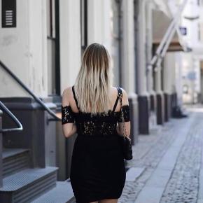 Ganni cropped off shoulder blonde top - det er mig selv på billederne med den på men den er desværre for stor til mig da jeg har tabt mig.